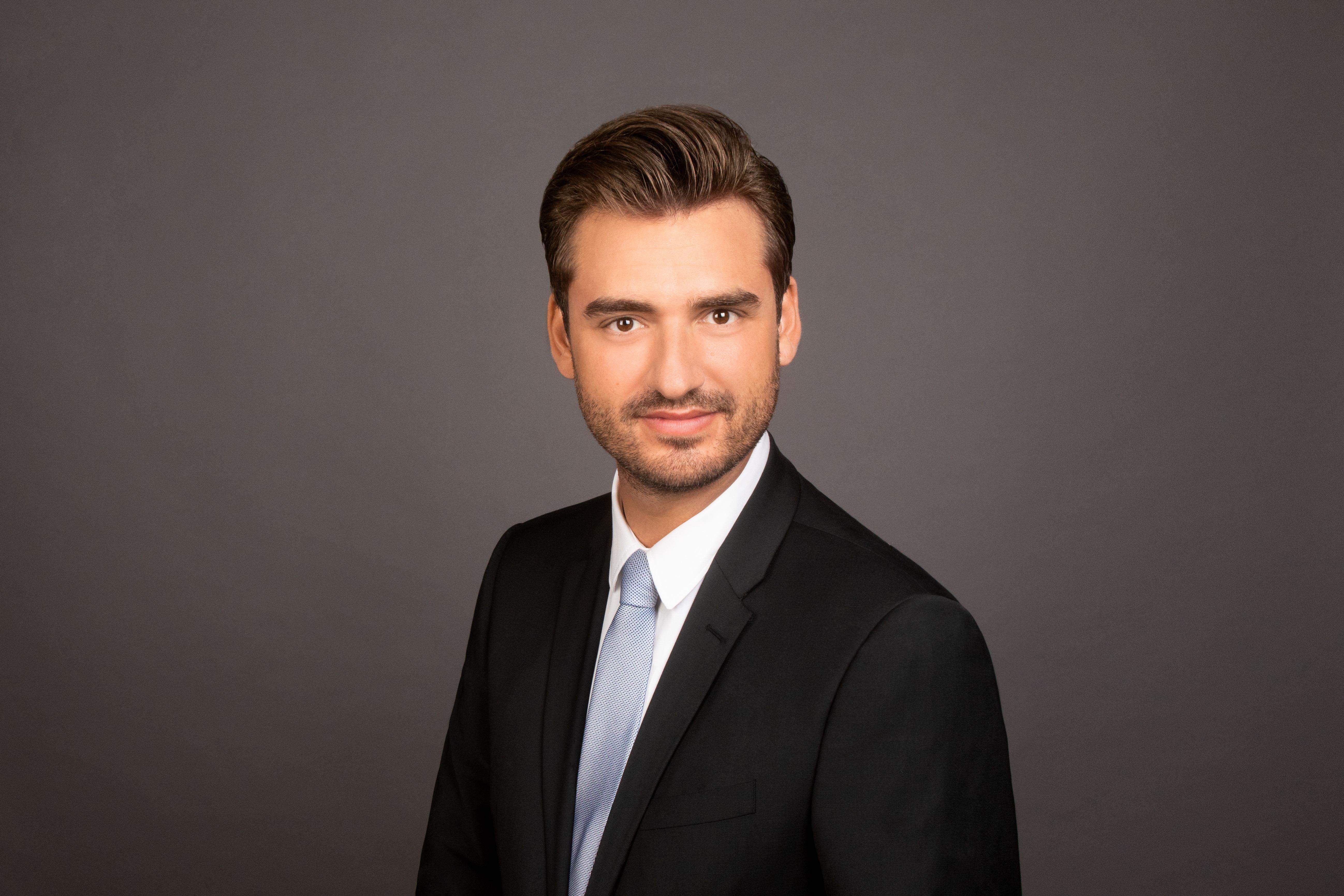 Robin Prieb verstärkt das 1stQ-Team ab sofort als Medizinisch-Optischer Spezialist in Hamburg