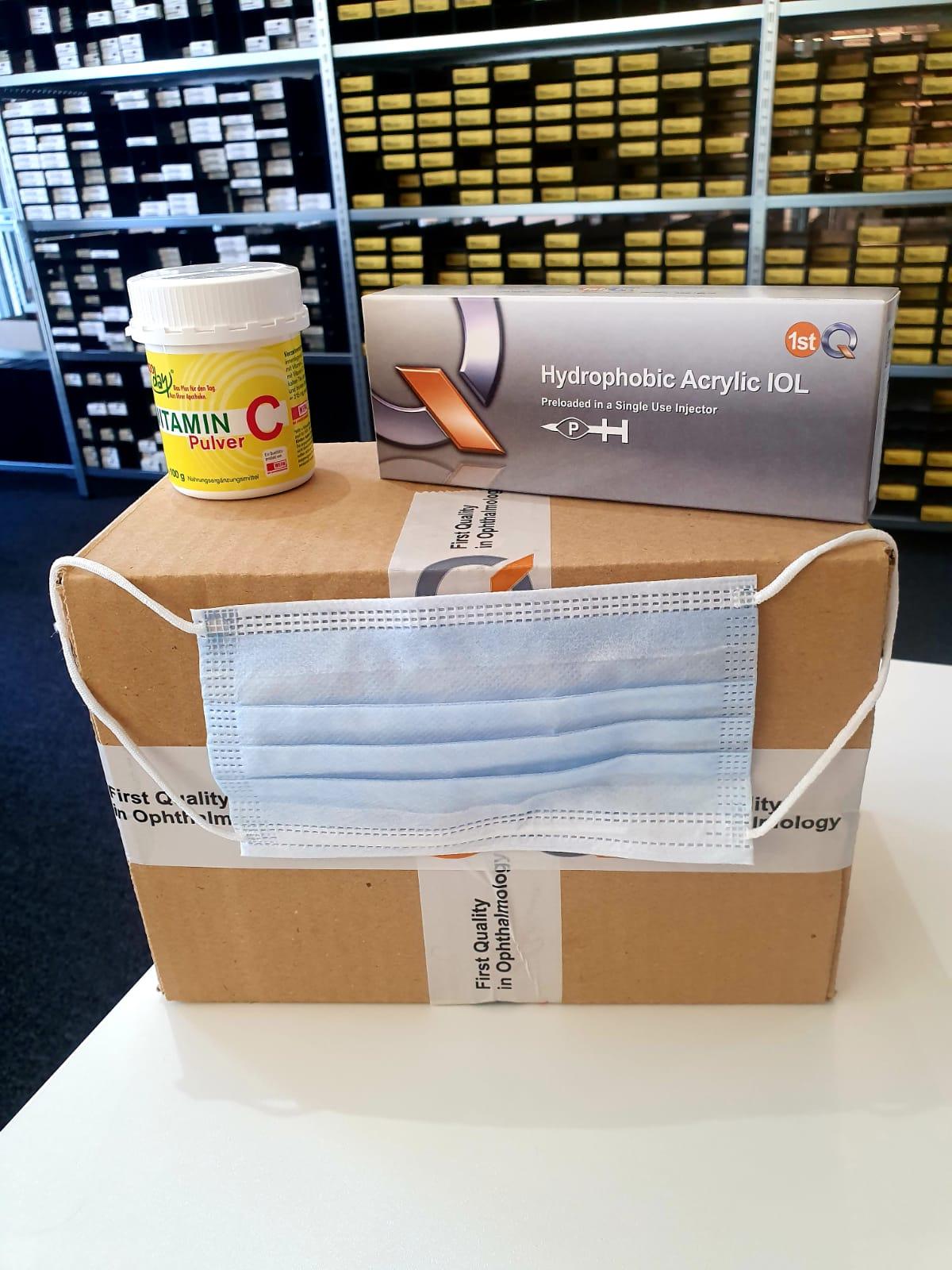 Versandpaket von 1stQ mit OP-Masken, IOL und Vitamin C